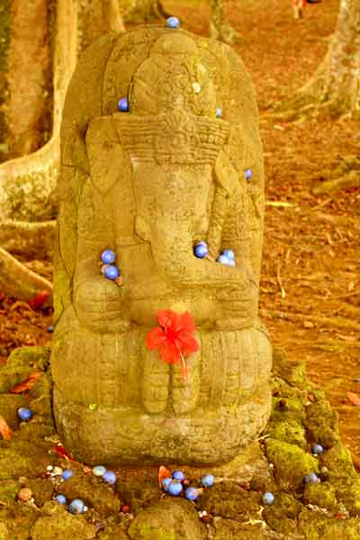 Les Rudrasksha Statue10