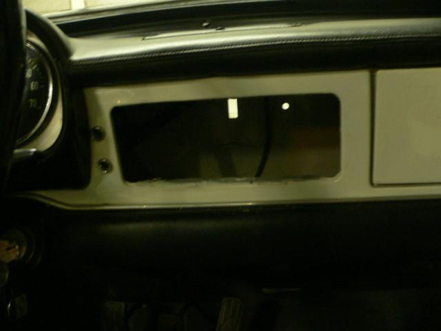 dissimuler un autoradio moderne.... P1170723