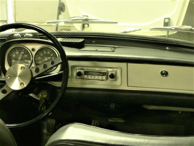 dissimuler un autoradio moderne.... P1170729