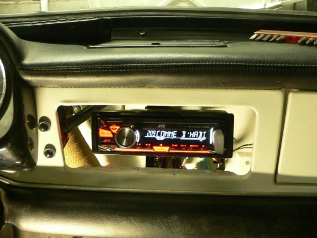dissimuler un autoradio moderne.... P1170730