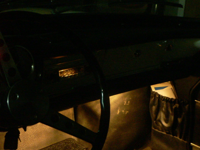 dissimuler un autoradio moderne.... P1180118