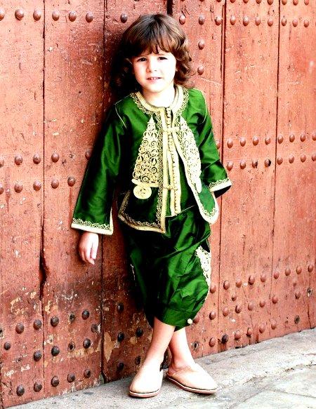 Plus fort que Chanel, Galliano et Gaultier, le caftan Marocain est adopté par le monde entier Caftan16