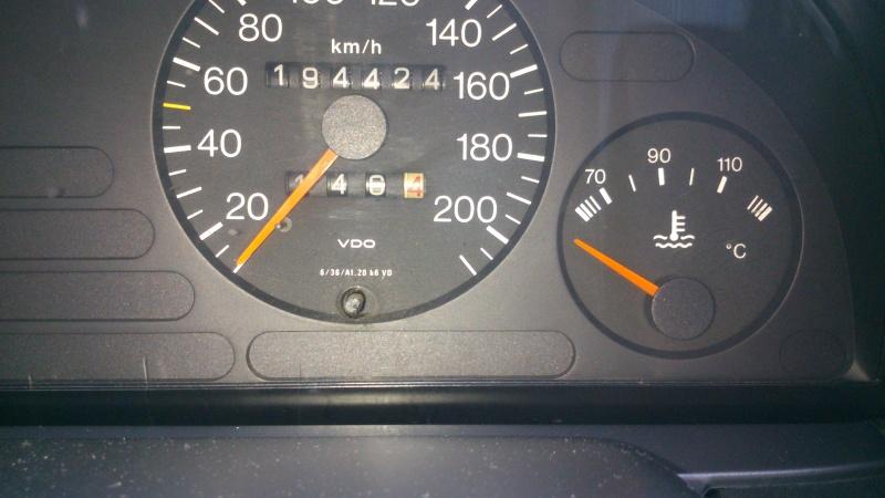 aiguille de température d'eau sur tableau de bord qui n'indique rien..  Dsc_0311