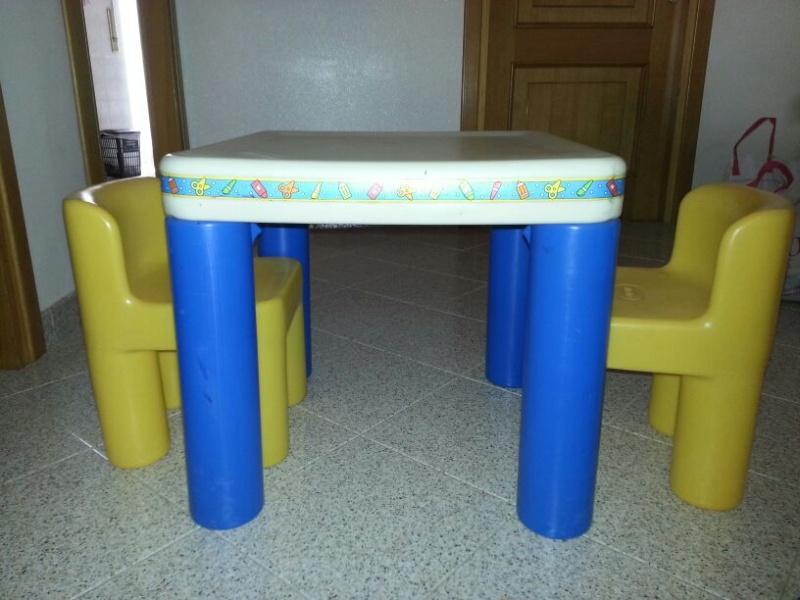 VENDO tavolo bimbi + seggioline , carrozzina CHICCO unisex, macchina da scrivere e cd vari di M.Masini!!! Img-2010