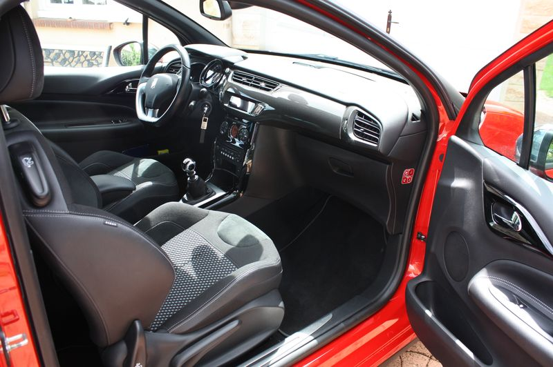Vend DS3 E-HDI 110 Sport Chic rouge Aden toit Onyx  Img_5520
