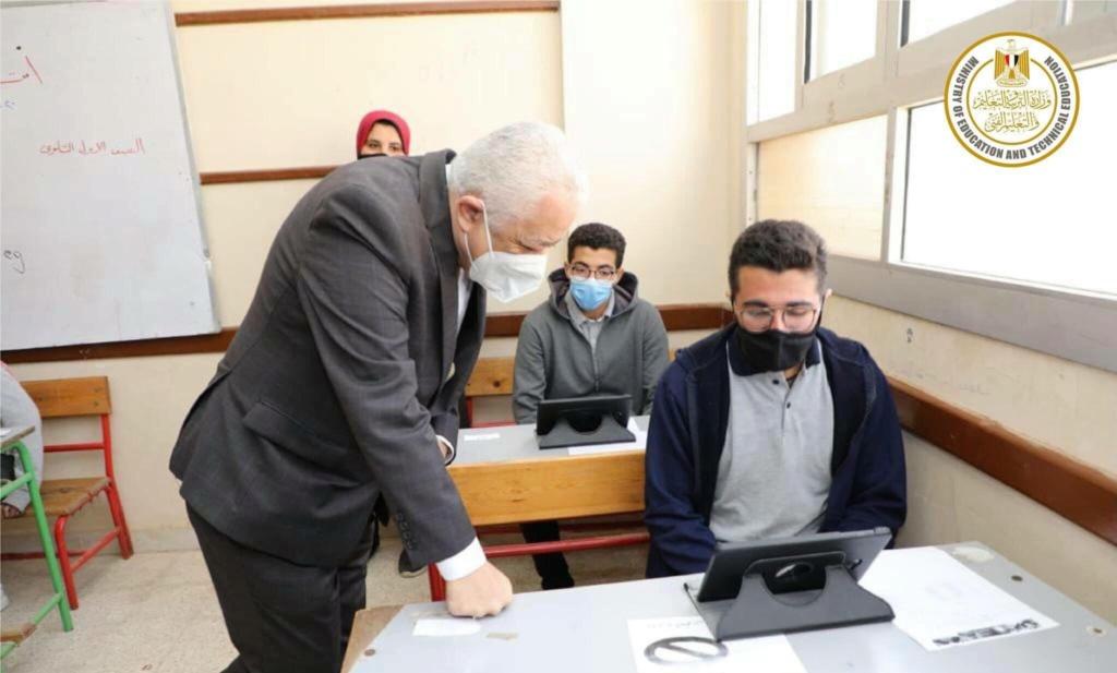 """أحمد حافظ: أسئلة امتحان الثانوية العامة """"الكتروني على التابلت"""" والاجابة في ورقة """"بابل شيت"""" 001211"""