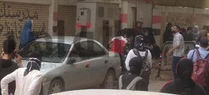 أولياء أمور يعتدون على زوج إحدى مراقبات الثانوية بعد علمهم باشتباه إصابتها بكورونا 01359