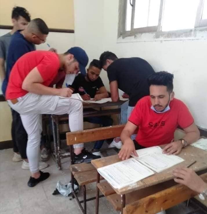 التعليم ترد على تداول صور حل جماعي لامتحان اللغة العربية للثانوية العامة 01810