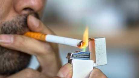 مطالب بحظر بيع السجائر لأقل من 21 عامًا 02147