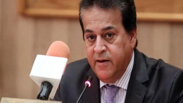عبدالغفار: الطلاب المصريين ينفقون 20 مليار جنيه على الدراسة بالخارج والجامعات الأهلية الجديدة تساهم في تقليل الاغتراب وهروب الأموال والعقول للخارج 0401219