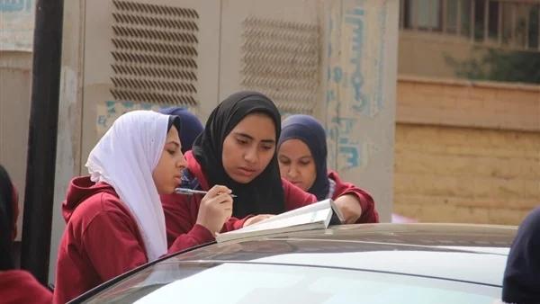 التعبير والأسئلة المتقاربة وضع الطلبه تحت ضغط نفسي.. امتحان لغة عربية 2 ثانوي يثير الجدل 06612