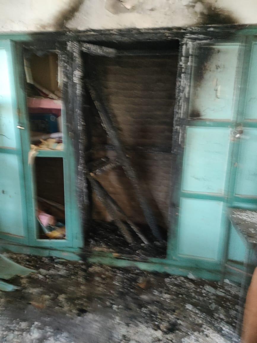 شغب بلجنة امتحانات الدبلومات الفنية بالمحلة.. الطلاب يحطمون اللجنة ويشعلون النار فيها  10174910