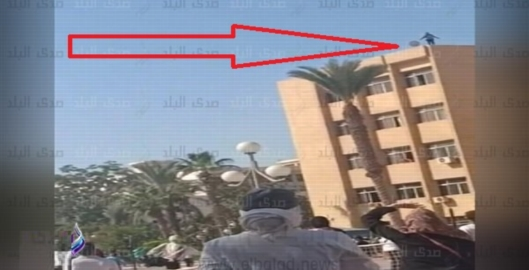 فيديو  طالبة تحاول الانتحار من أعلى سطح كلية التربية الرياضية بالزقازيق 10_20111