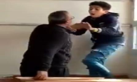 """طالب يشتم معلم بالاسكندرية ويسبه بـ """"لفظ قبيح"""".. ورد فعل عنيف من المدرس 11184"""