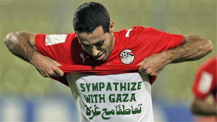 أبو تريكة عن صورته مع مشجع إسرائيلي: اعتذر لم أكن أعلم 11990310