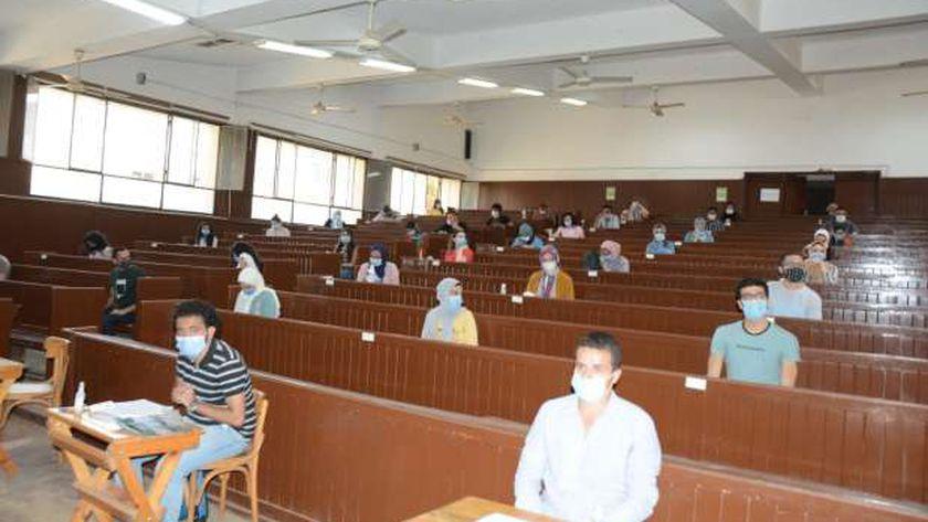 الجامعات: الامتحانات للكليات ذات الأعداد القليلة بنظام «البابل شيت»  12381611