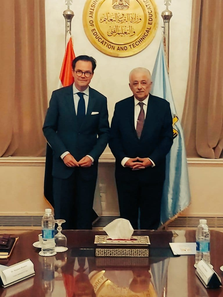 السفير الفرنسي يناقش مشروعين مع وزير التعليم حول تدريس الفرنسية فى مصر  12467