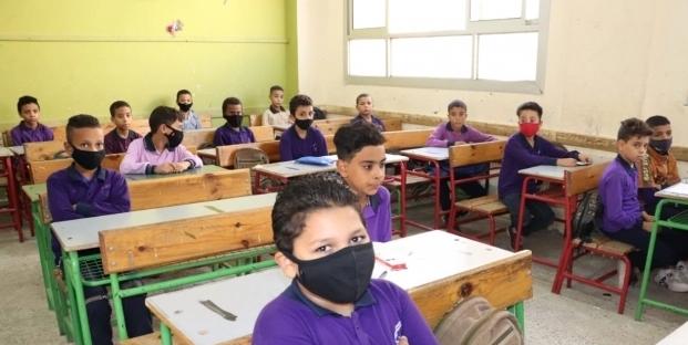 التعليم تحذر الطلاب والمعلمين من عدم ارتداء الكمامة 1418