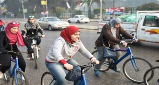 """دكتور نفسى: 5 فوائد لمشروع """"دراجة لكل طالب""""... و""""مش عيب البنت تركب عجلة"""" 14209"""