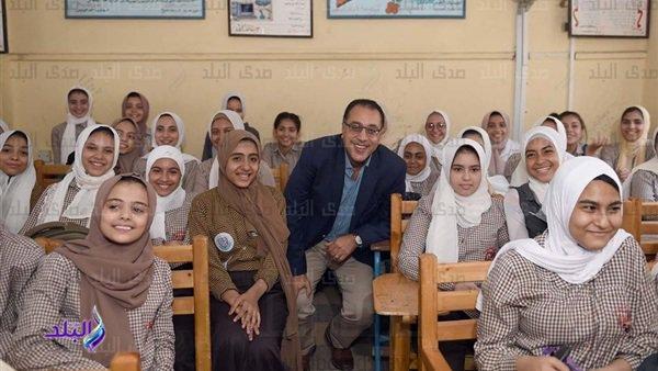 التعليم: ممنوع نهائياً الكلام في السياسة وعدم الانصراف من المدرسة إلا بعد انصراف آخر طالب 14515