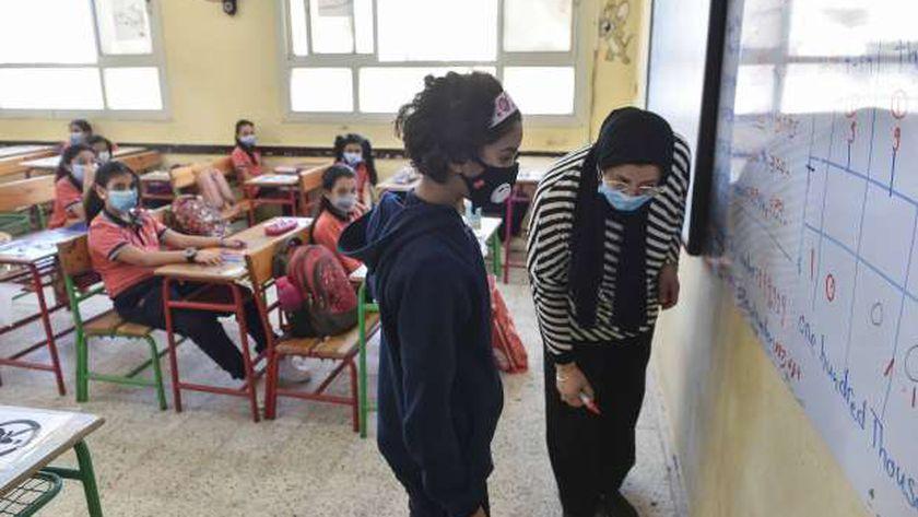 التعليم|  تطبيق نظام «الفصل المقلوب» داخل المدارس في الترم الثاني 15400311