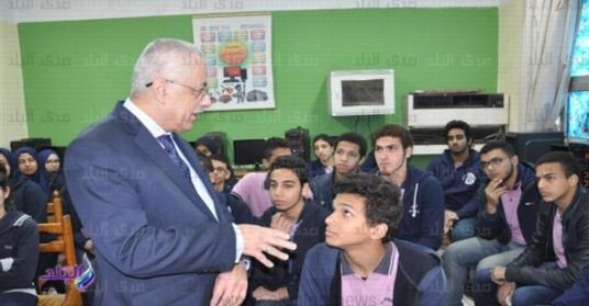 """وزير التعليم: مسموح بدخول امتحانات اولى ثانوي بالكتاب حتى لو فيه """"براشيم"""" 1580"""