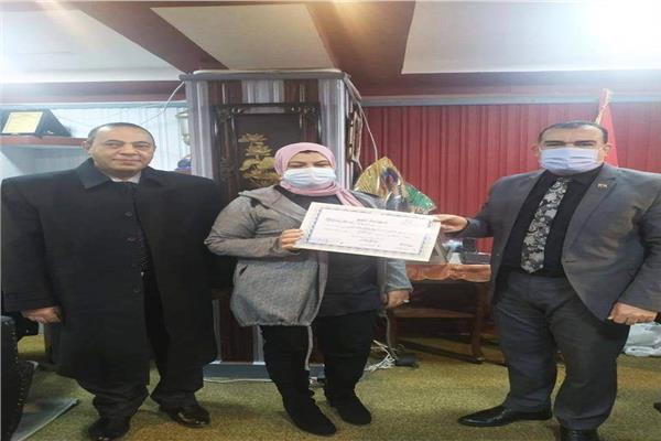 """التعليم"""" تكرم المدرسة الفائرة بالجائزة الدولية 2020 20210113"""