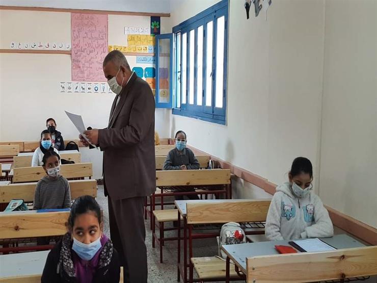 اليوم.. طلاب ستة ابتدائي يؤدون امتحان الترم الأول  2021_211