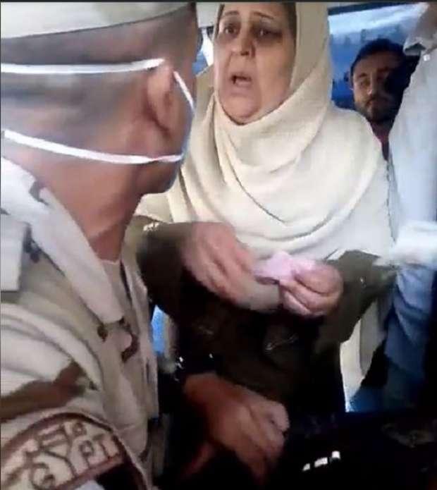 صفيه ابو العزم مدرسة رياض اطفال.. سيدة القطار التى دفعت ثمن تذكرة المجند؟  21695