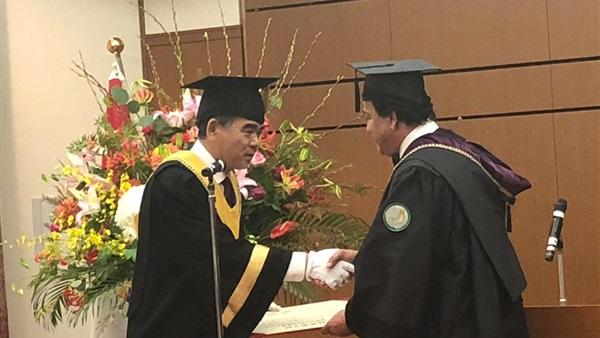 منح وزير التعليم الدكتوراه الفخرية من جامعة هيروشيما 30110
