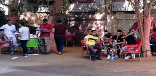 """امتحانات الثانوية العامة اليوم.. طالب يصفع مراقب علي وجهه بالمنيا وطلاب يدخنون الشيشة قبل الإمتحان فى """"غرزة"""" بالجيزة 41164"""