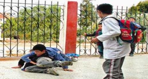 كارثة.. تلميذ في 6 ابتدائي يثبت تلميذ في 1 ابتدائي بمطواه لسرقة المصروف داخل مدرسة ببورسعيد 41191
