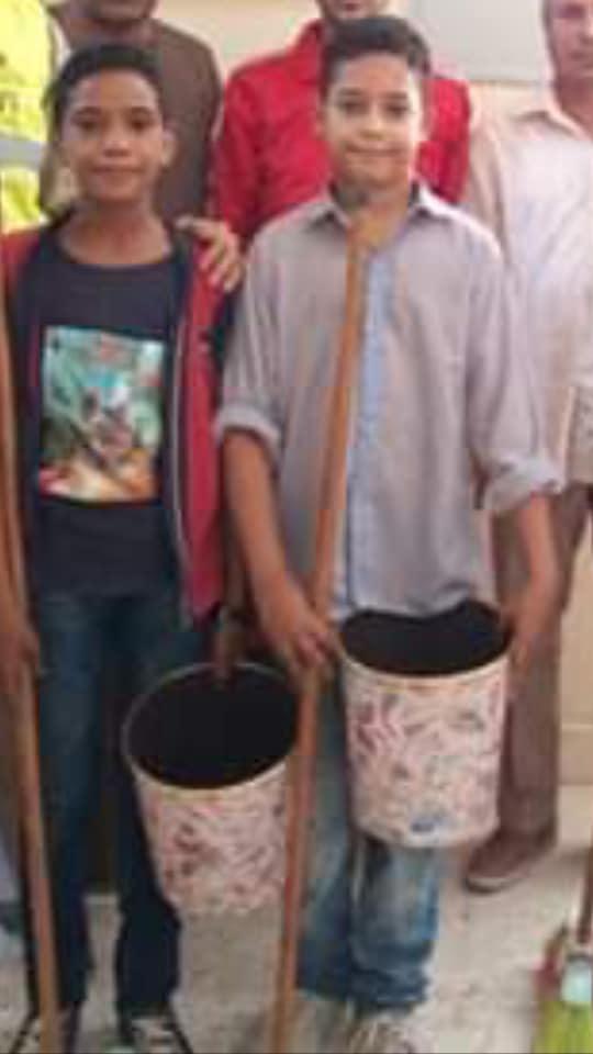 تحت مسمى مبادرة (مدرسة نظيفة).. أولياء أمور: إدارة إسنا تجبر الطلاب على تنظيف المدارس والتصوير إجبارى 44312
