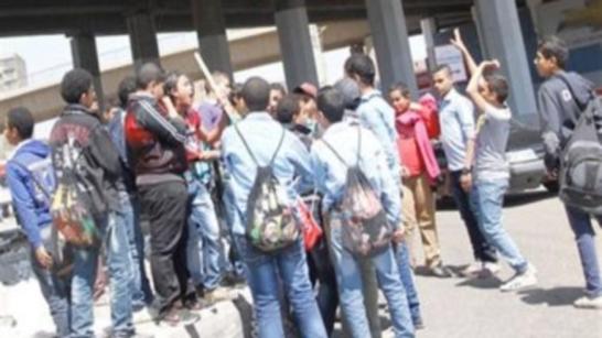 بسبب الخلاف على كيس عصير.. طالب يصيب زميله بـ 10 غرز في رقبته بدمياط 4791