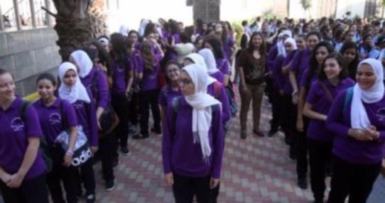 """التعليم"""" تجبر طالبات مدرسة ثانوية بالجيزة على إزالة المكياج  52010"""