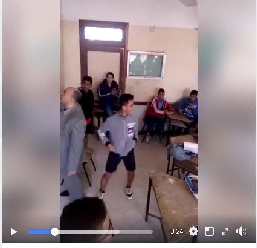 داخل الفصل... تلاميذ بترقص وتغنى ورا معلم يغنى على طريقة المهرجانات الشعبية 5788