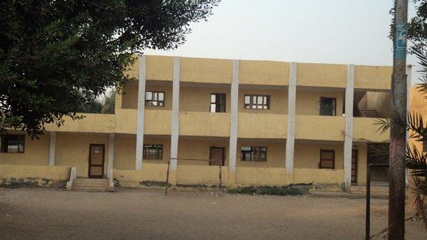 التعليم تكشف حقيقة تعرض مدرسة بالقليوبية لاهتزاز خطير بسبب سوء حالة المبنى 62712