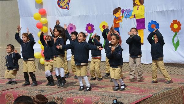أولياء الأمور تطالب بمنع الاحتفال بعيد الأم في المدارس 65911