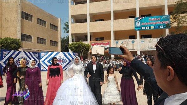 التعليم تكشف حقيقة إقامة حفل زفاف داخل مدرسة ثانوي بشبرا الخيمة  72212