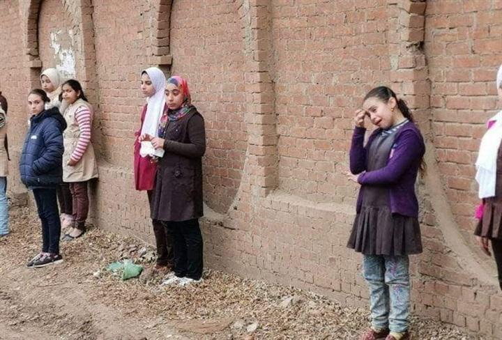 بالصور.. مظاهرة حب ووفاء من تلاميذ مدرسة بالمنوفية لوداع جثمان معلمتهم 75413