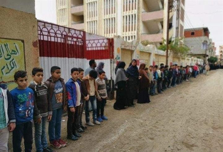 بالصور.. مظاهرة حب ووفاء من تلاميذ مدرسة بالمنوفية لوداع جثمان معلمتهم 75711