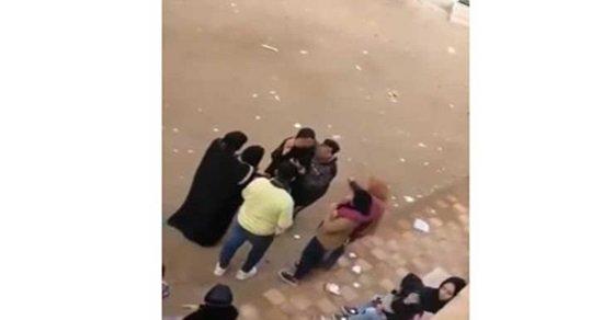 الامن يتوصل لصاحب فيديو حضن طالبات أبو كبير..الطالب: كنت بسلم على خطيبتى بعد الامتحان 77510