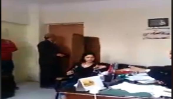 طالبة تعتدي على أستاذة بآداب الإسكندرية.. فيديو 85610