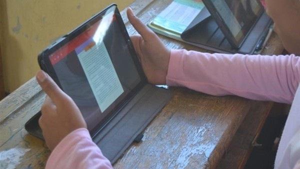 إلكترونيا من المنازل.. طلاب أولى ثانوي يؤدون امتحان اللغة الأجنبية الثانية اليوم 92312