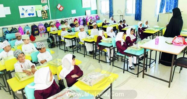 للتعاقد لسلطنة عمان.. تخصصات لغة انجليزية - لغة عربية - رياضيات Aao-aa10