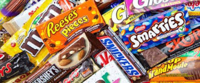 تجعل الشخص سعيدًا وتحسن المزاج العام.. توزيع شوكولاتة على الطلاب أثناء أداء الامتحانات بقنا Images14