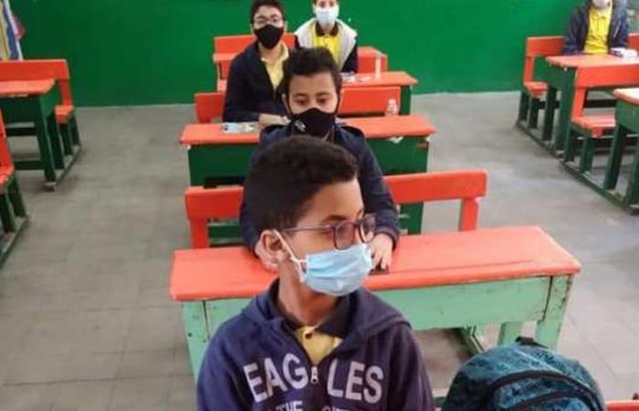 التعليم: 2 باكو بسكويت سادة لكل طالب أثناء الامتحانات Oaoa13