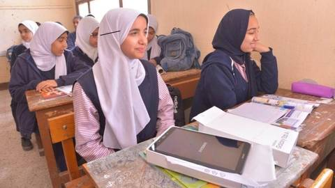 """المدارس تستعد لتوزيع """"التابلت"""" على طلاب أولى ثانوي Ooao-a12"""