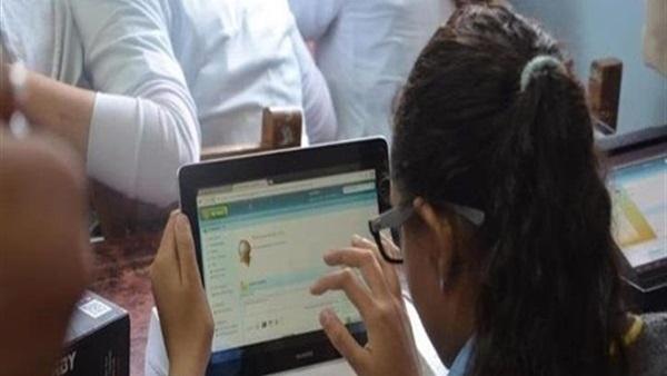 التعليم: ٣٨٥ ألف طالب امتحنوا اللغة الثانية إلكترونيا اليوم بلا مشاكل Vmbmon10