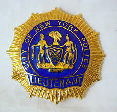 Lieutenant Eve Dallas - Tome 41: Pour l'amour du crime de Nora Roberts Badge_13